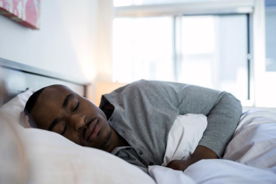 Dormir menos de 5 horas por noite aumenta risco de morte