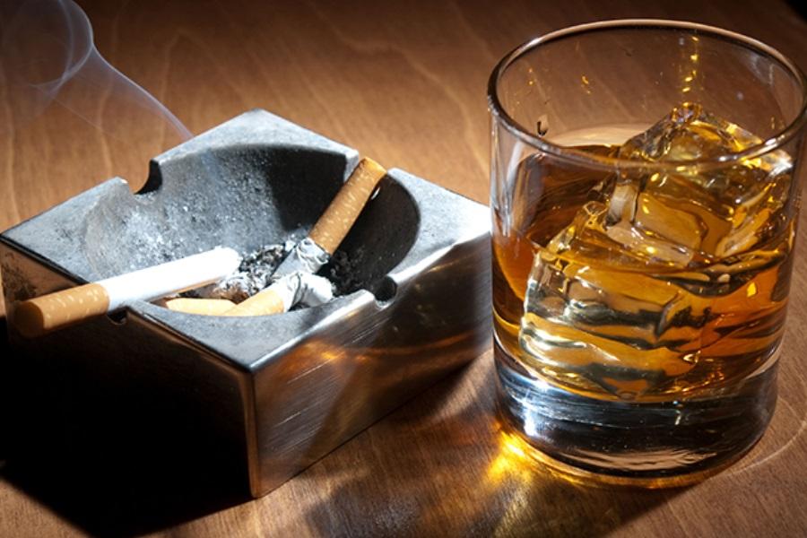 O que é mais prejudicial: o alcoolismo ou o tabagismo?