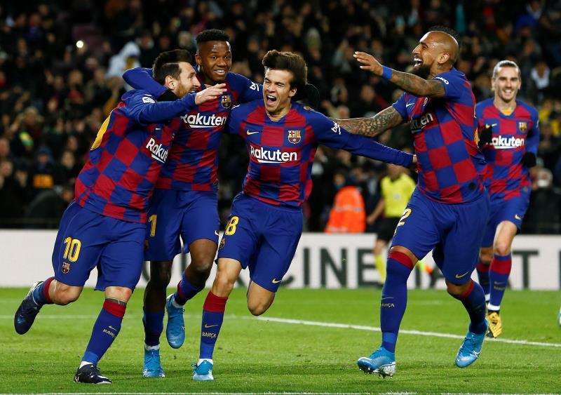 Sai treinador, entra treinador, mas Messi continua resolvendo
