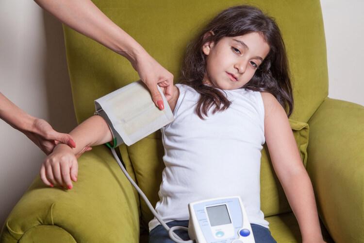Pressão alta em crianças: causas, como identificar e trataentenda como acontece