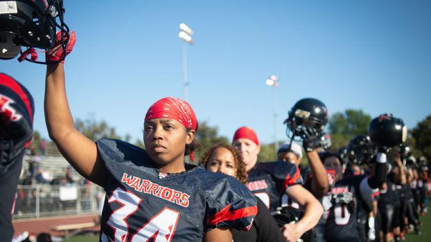 Futebol americano profissional feminino existe, mas custa caro para as atletas
