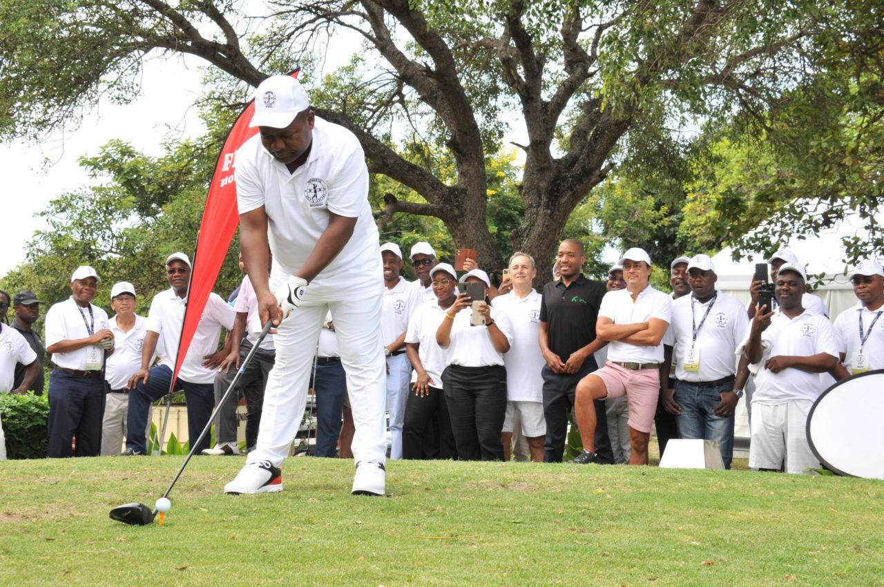 Nyusi foi dar tacadas de golfe antes da formação do seu governo