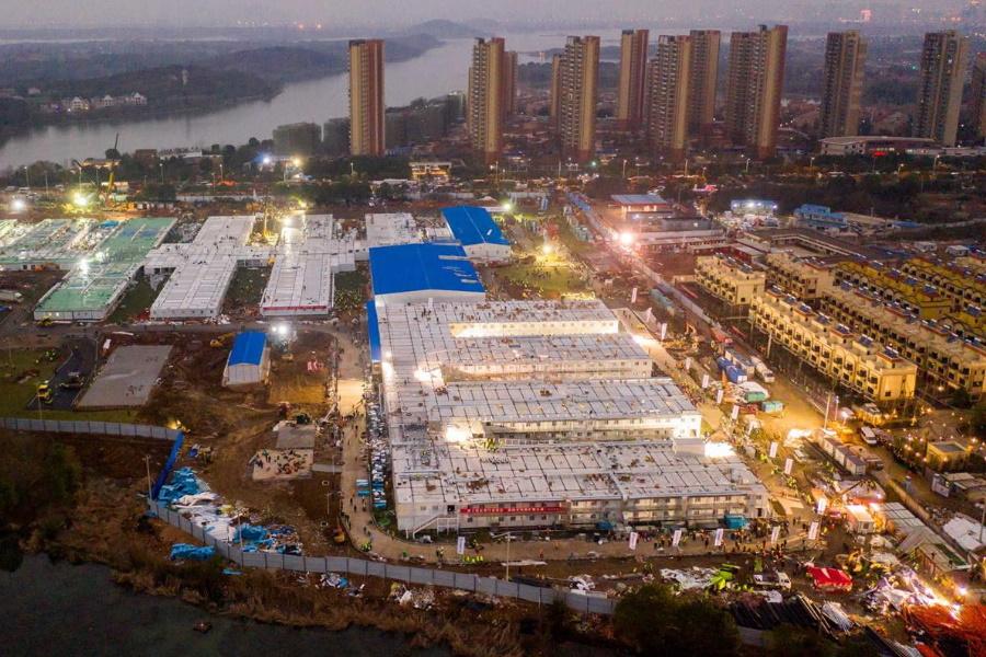 China constrói hospital em menos de dez dias