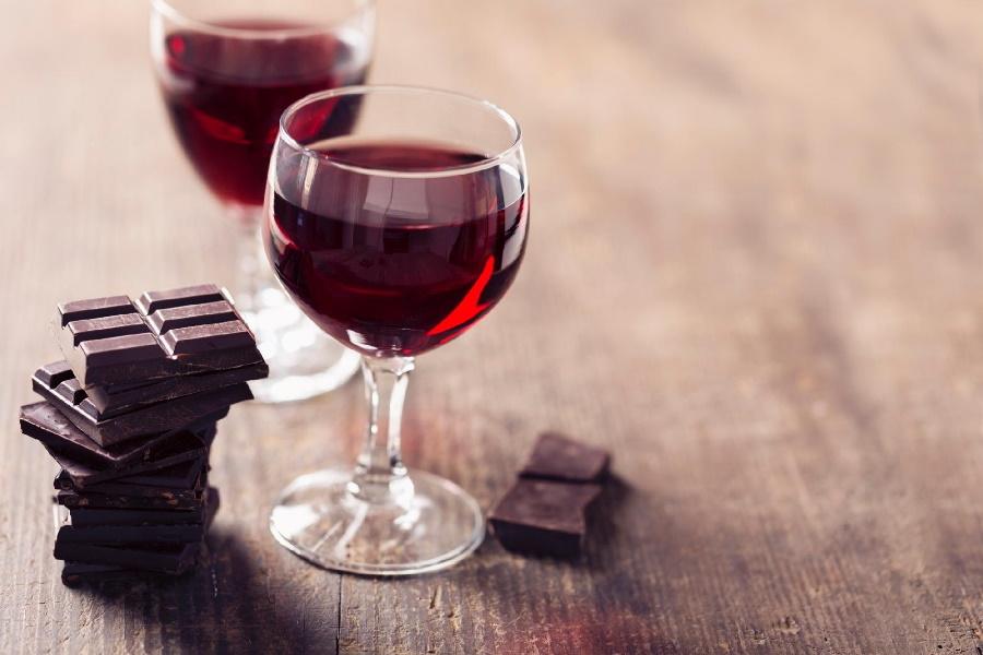 Chocolate e vinho tinto exterminam as rugas