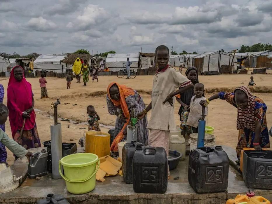 Libertas adolescentes grávidas e 24 crianças numa fábrica de bebés na Nigéria