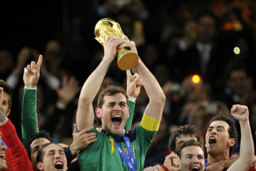 Oficial: Iker Casillas retira-se do futebol