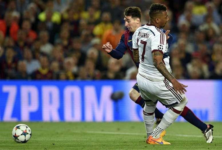 """Boateng sobre drible de Messi que o deixou no chão: """"queria ver vocês contra ele"""""""