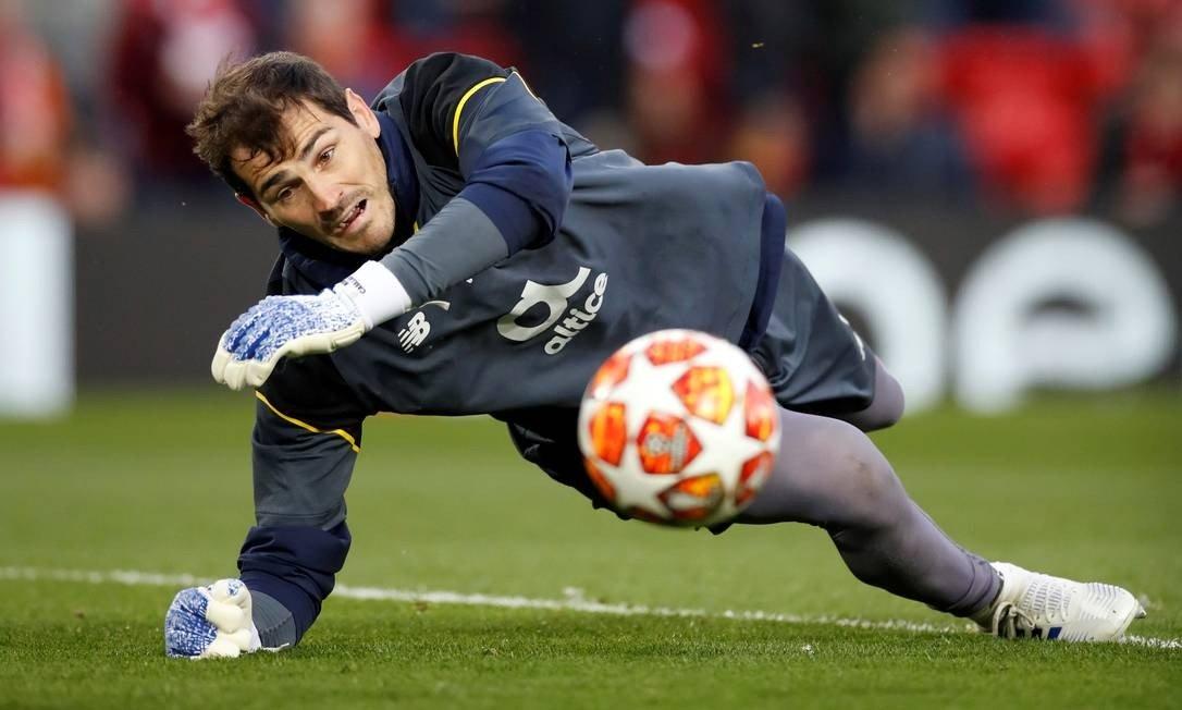Casillas surpreende adeptos ao juntar-se à nova moda