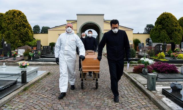 Itália bate novo recorde diário de mortos com coronavírus