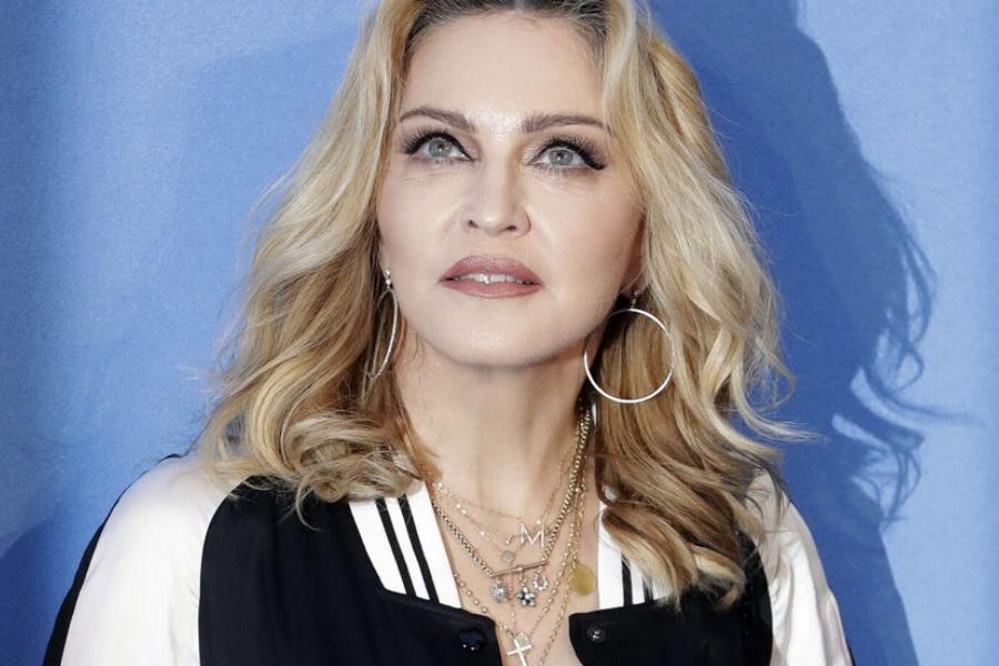 Madonna homenageia a co-estrela após morte por coronavírus