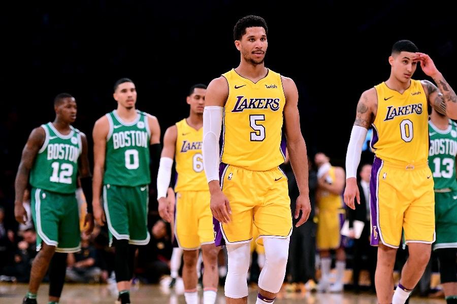 Dois jogadores do Lakers, Marcus Smart do Celtics, e três membros da Philadelphia 76ers têm coronavírus