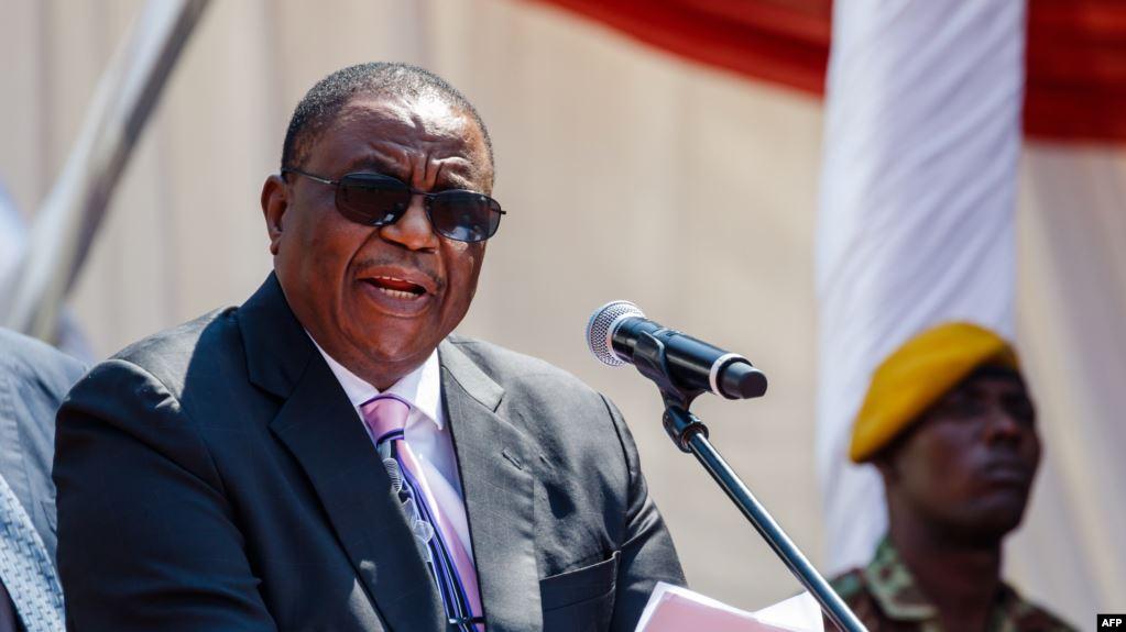Vice-presidente do Zimbabwe viaja para a China para tratamento médico