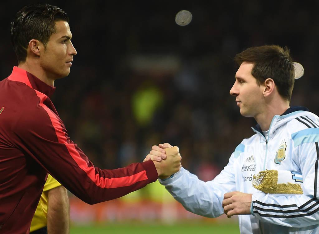 Messi ou Cristiano Ronaldo? Kaká muda de opinião