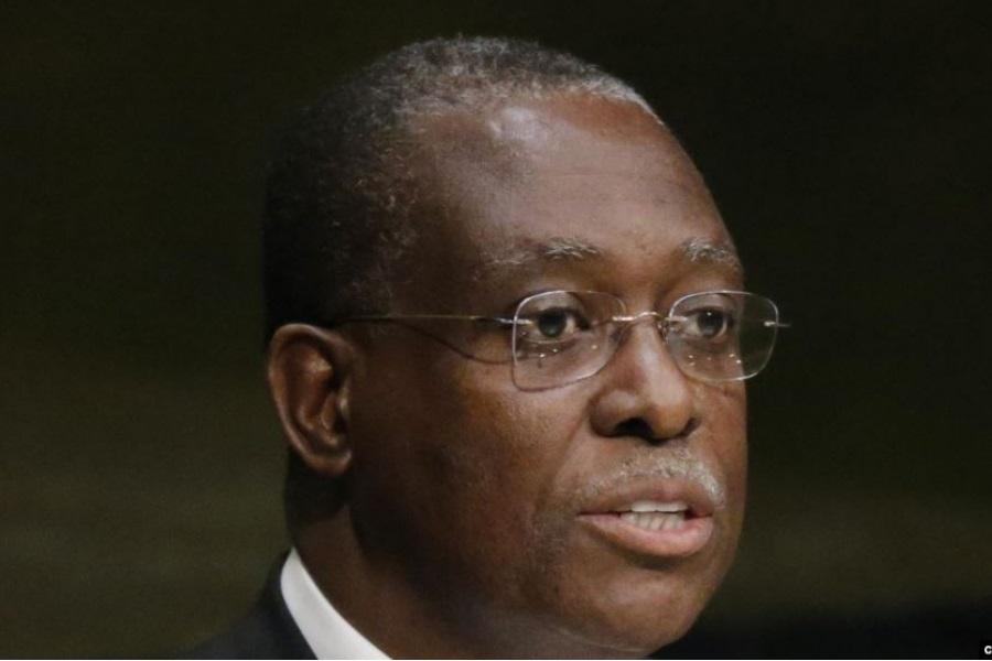 """Em Angola: Manuel Vicente e General """"Dino"""" apontados em investigação de desvio de dinheiro"""