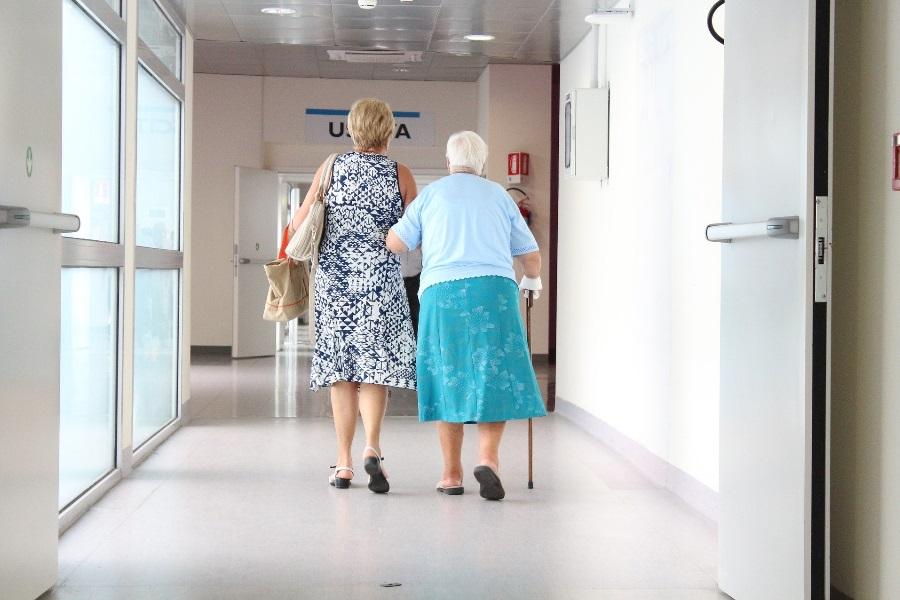 Covid-19: Idosa de 97 anos e filha de 66 curadas