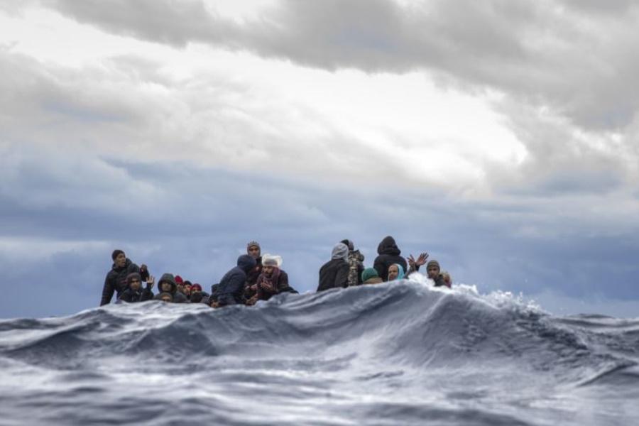 Países europeus suspendem operações de resgate no Mediterrâneo