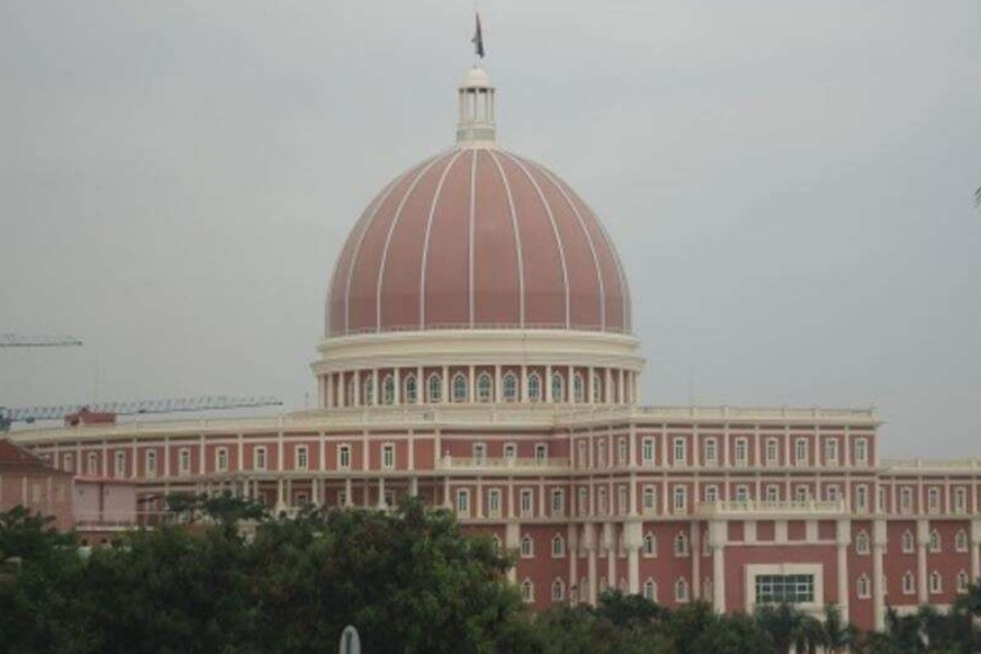 Parlamento angolano aprova renovação do estado de emergência