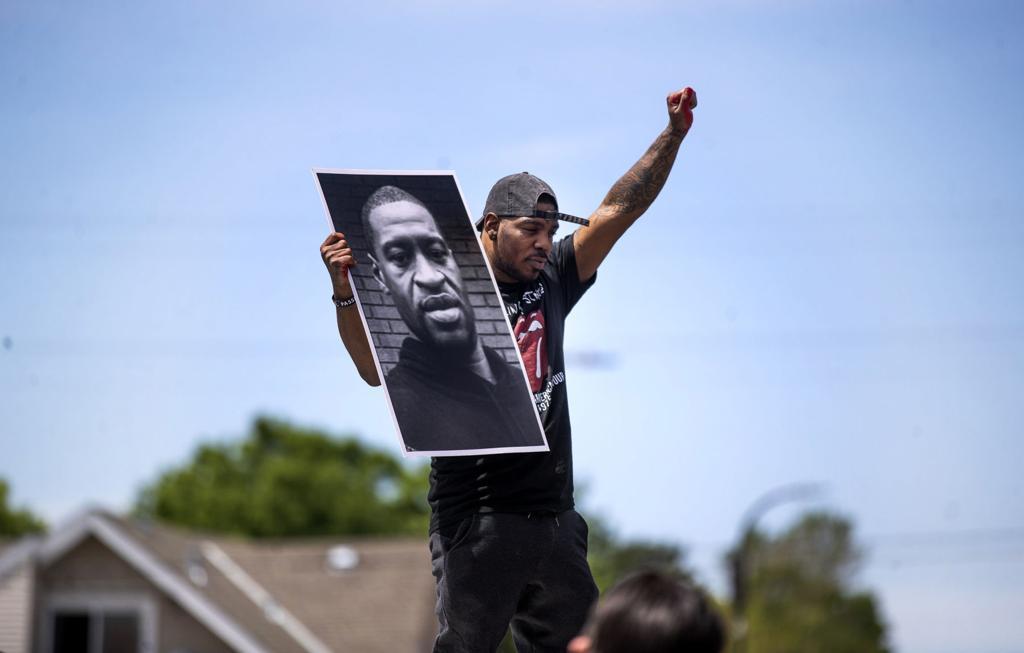 """""""Não consigo respirar"""": a morte de George Floyd pela polícia está a revoltar a América"""