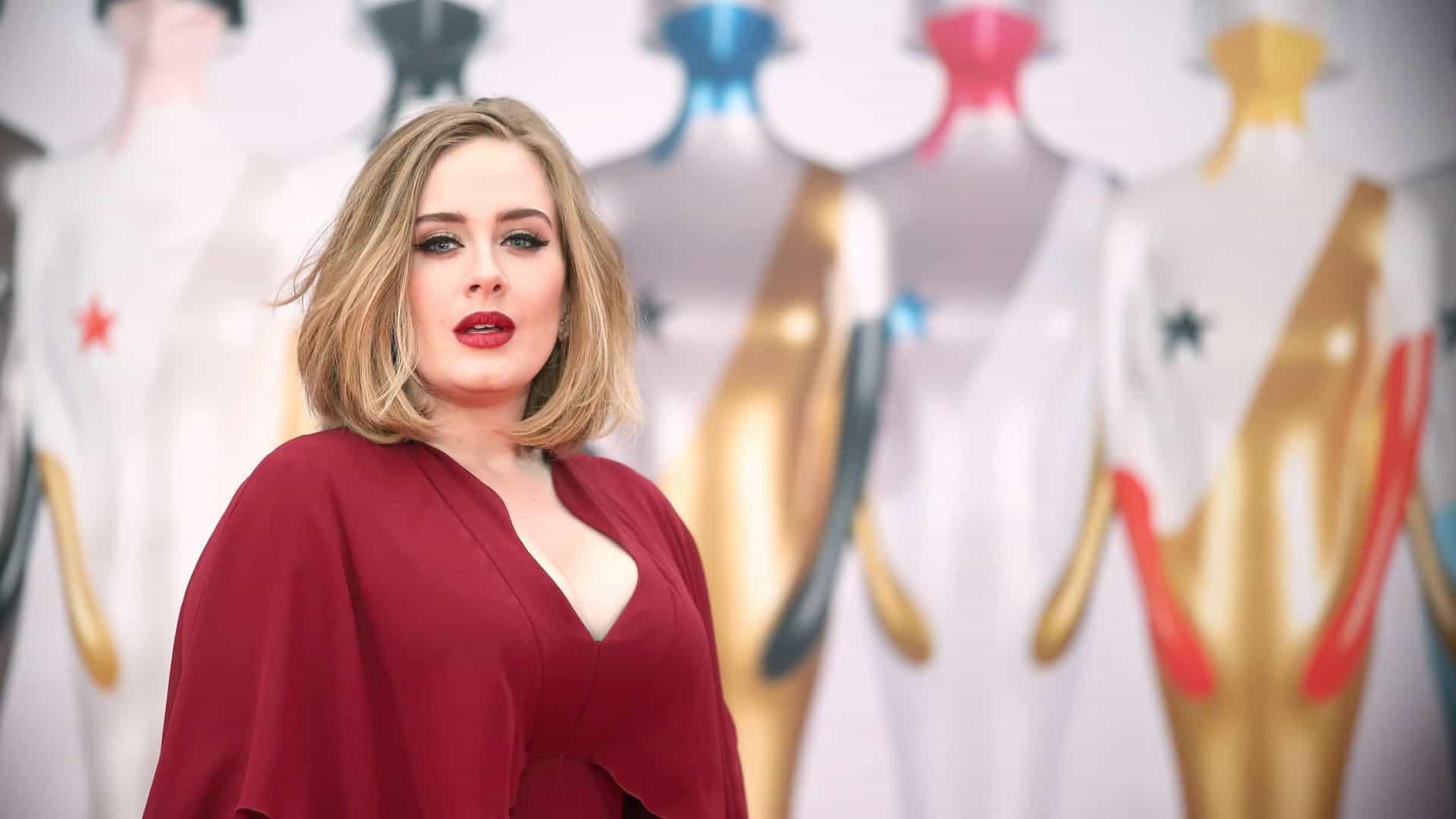 Adele choca fãs ao surgir muitíssimo mais magra