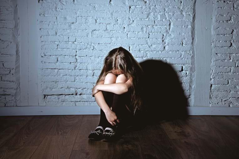 Apanha o marido a violar a filha no Dia da Mãe