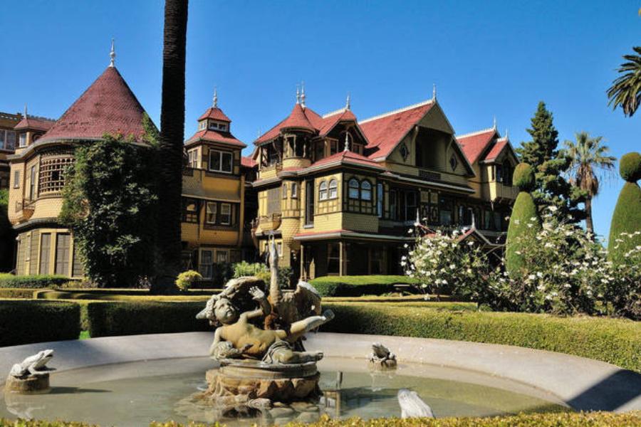 Veja as sete casas mais estranhas de famosos