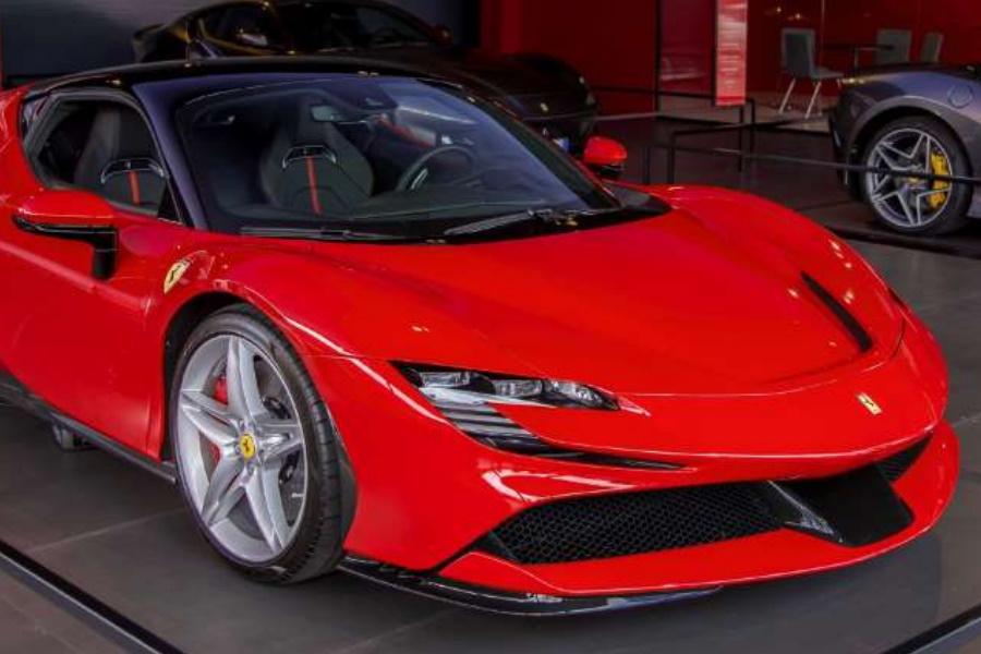 Novo Ferrari passeia nas ruas do Mónaco
