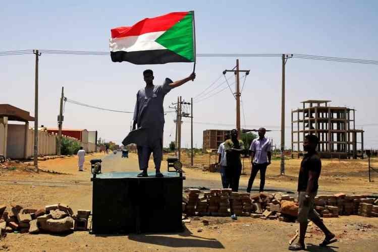 Autoridades do Sudão encontram vala comum com recrutas mortos em 1998