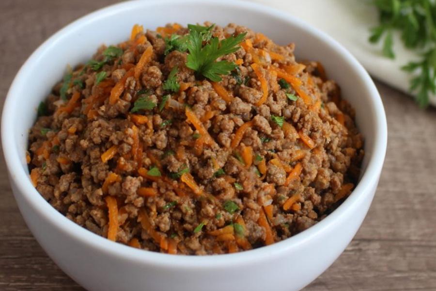 Como preparar caril de carne moída?