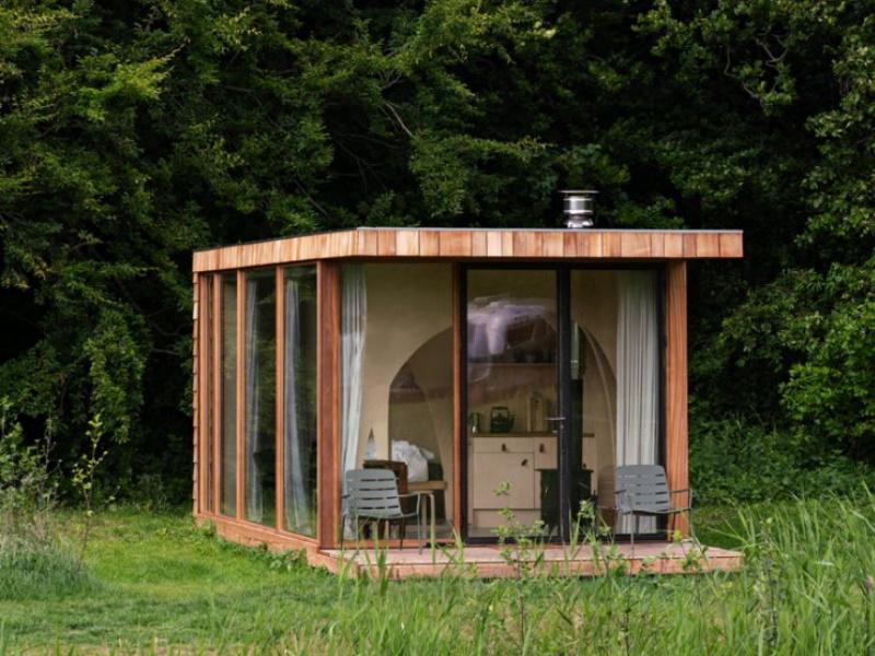 Uma casa pré-fabricada em madeira perfeita para usufruir a vida no campo