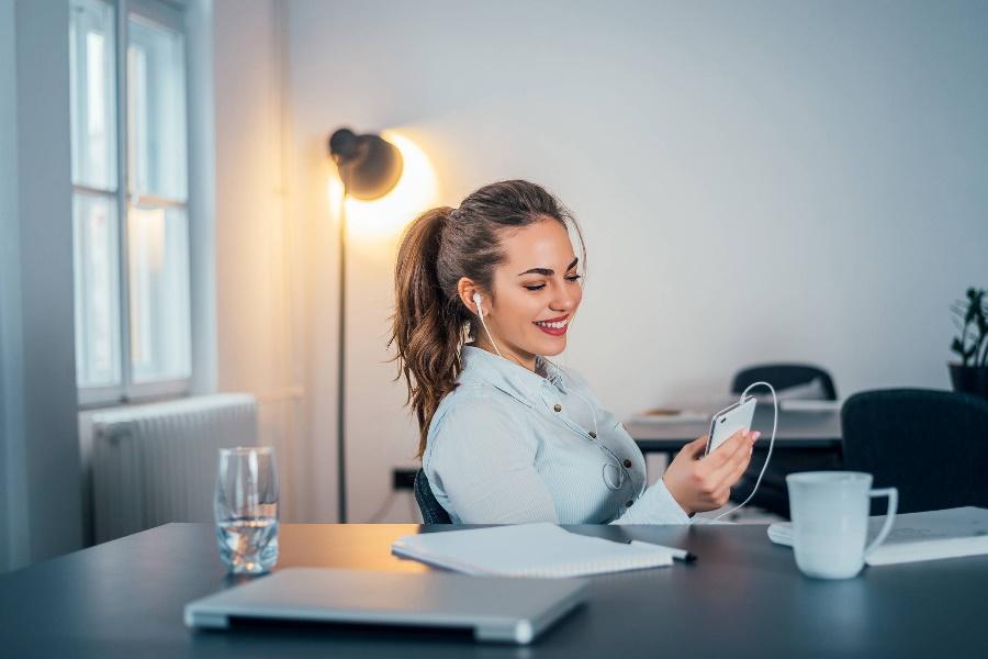 Celular como ferramenta de distracção no local de trabalho