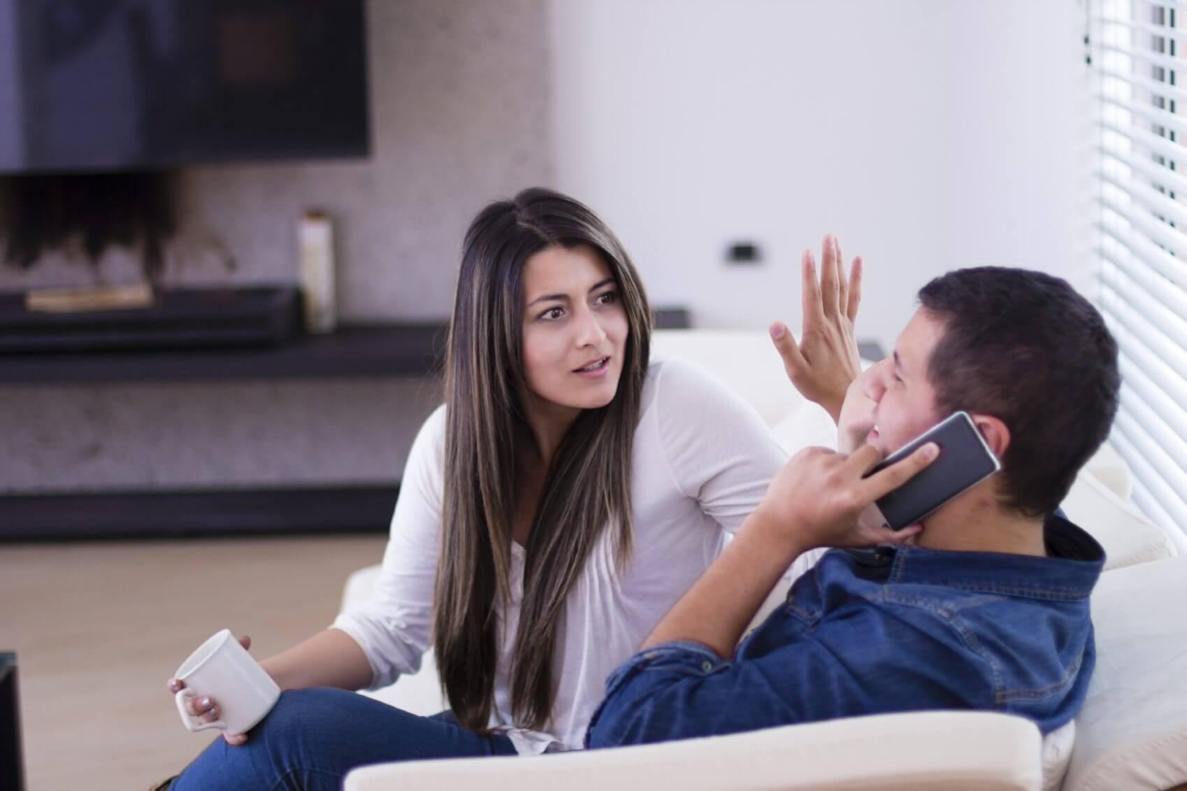 Celular: deve ou não ser compartilhado entre o casal?