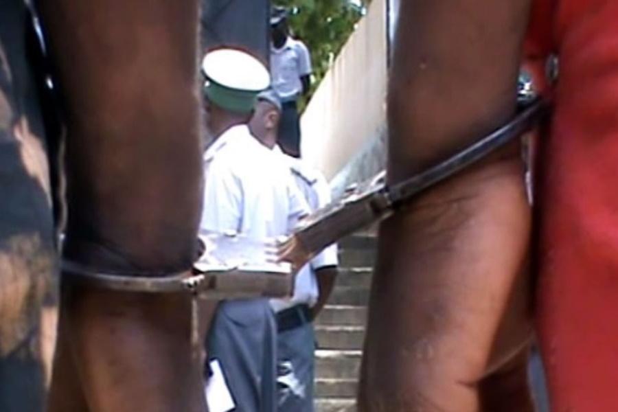Tentativa de venda de viatura roubada termina em detenção