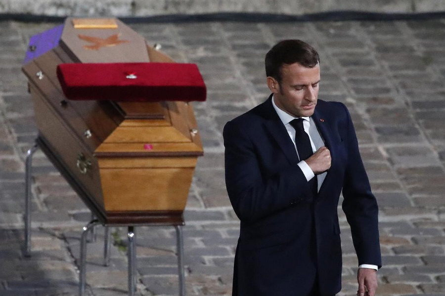 França presta homenagem a Samuel Paty
