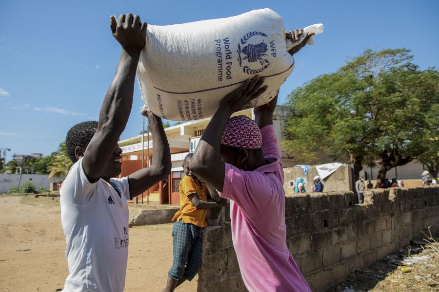 Em Cabo Delgado: Frelimo oferece 10 toneladas de produtos diversos para vítimas de ataques