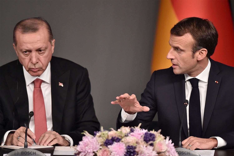 """França considera """"inaceitáveis"""" declarações de Erdogan sobre Macron"""