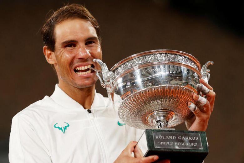 Nadal arrasa Djokovic e conquista Roland Garros pela 13.ª vez