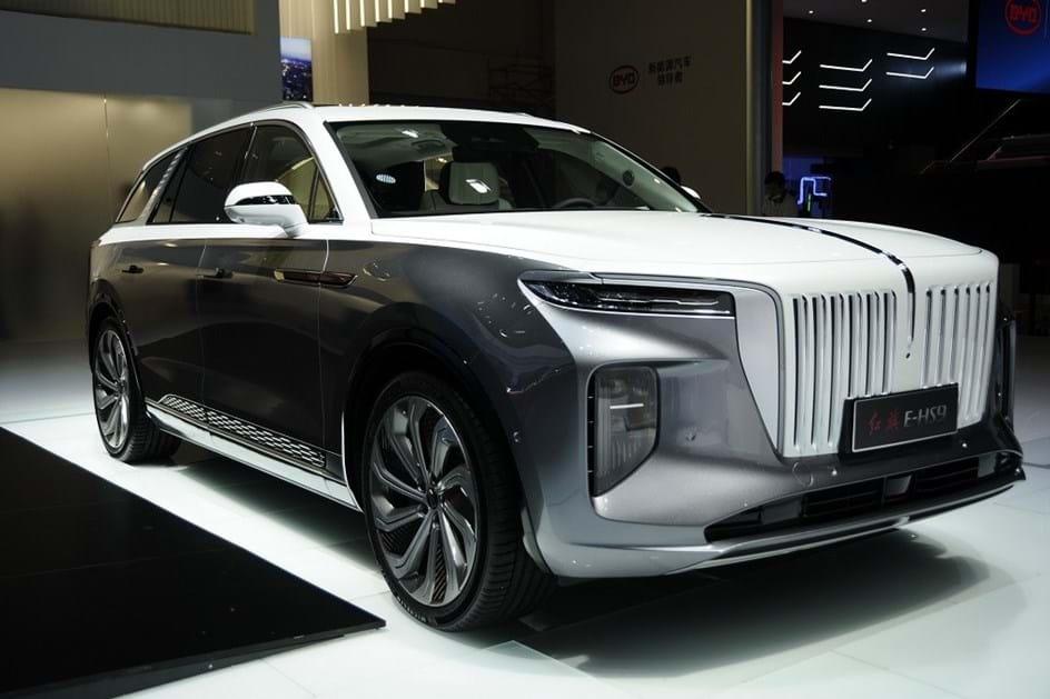 O Hongqi E-HS9 e o Rolls-Royce eléctrico chinês.