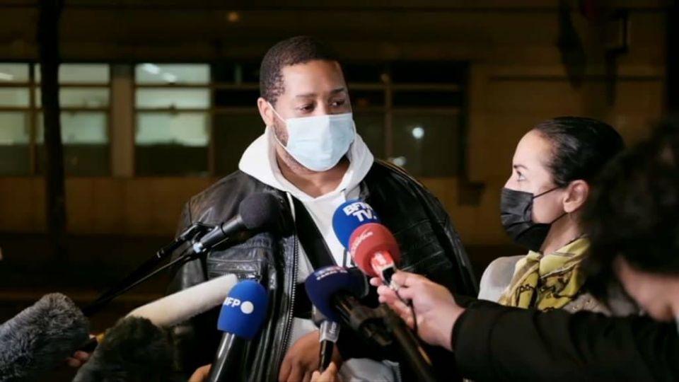 Produtor musical negro é espancado por policiais franceses
