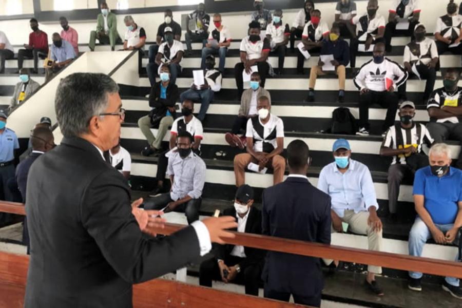 """Cancelamento das eleições deixa """"alvi-negros"""" indignados"""