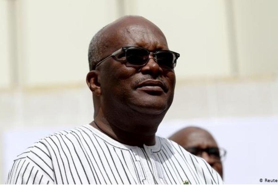 """Presidente do Burkina Faso promete """"paz"""" no arranque da campanha eleitoral"""