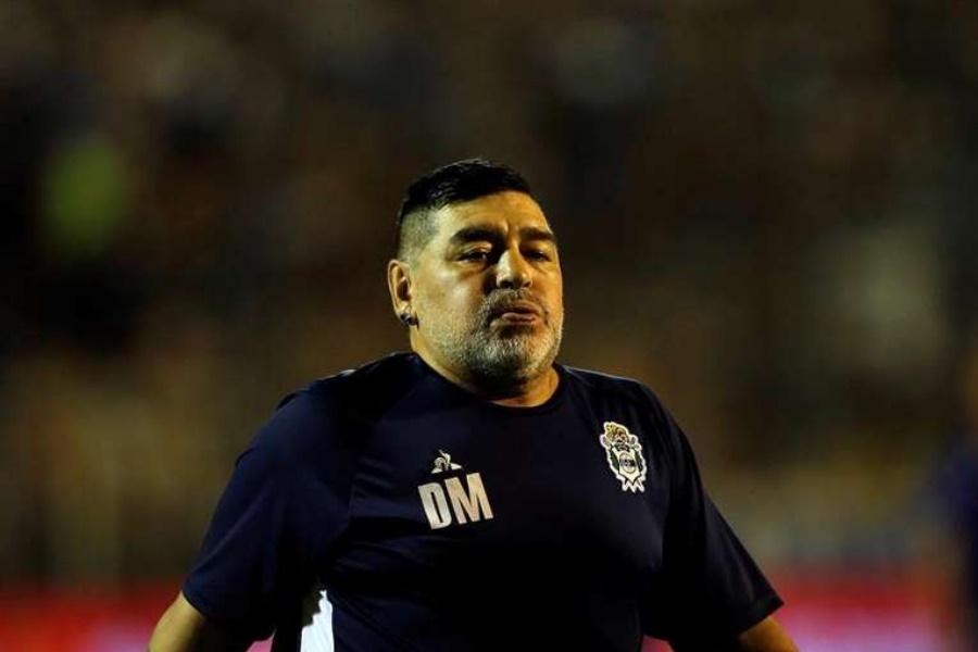 Maradona é internado após piora em seu estado de saúde
