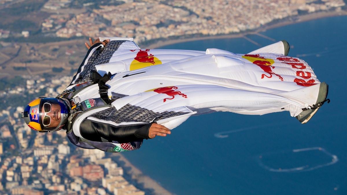 """""""Homem avião"""" francês Vince Reffet morre durante treino no Dubai"""