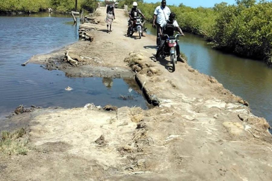 Zambézia: Mineradora Chinesa desembolsa 13 milhões de meticais para reabilitar estrada em terraplanagem