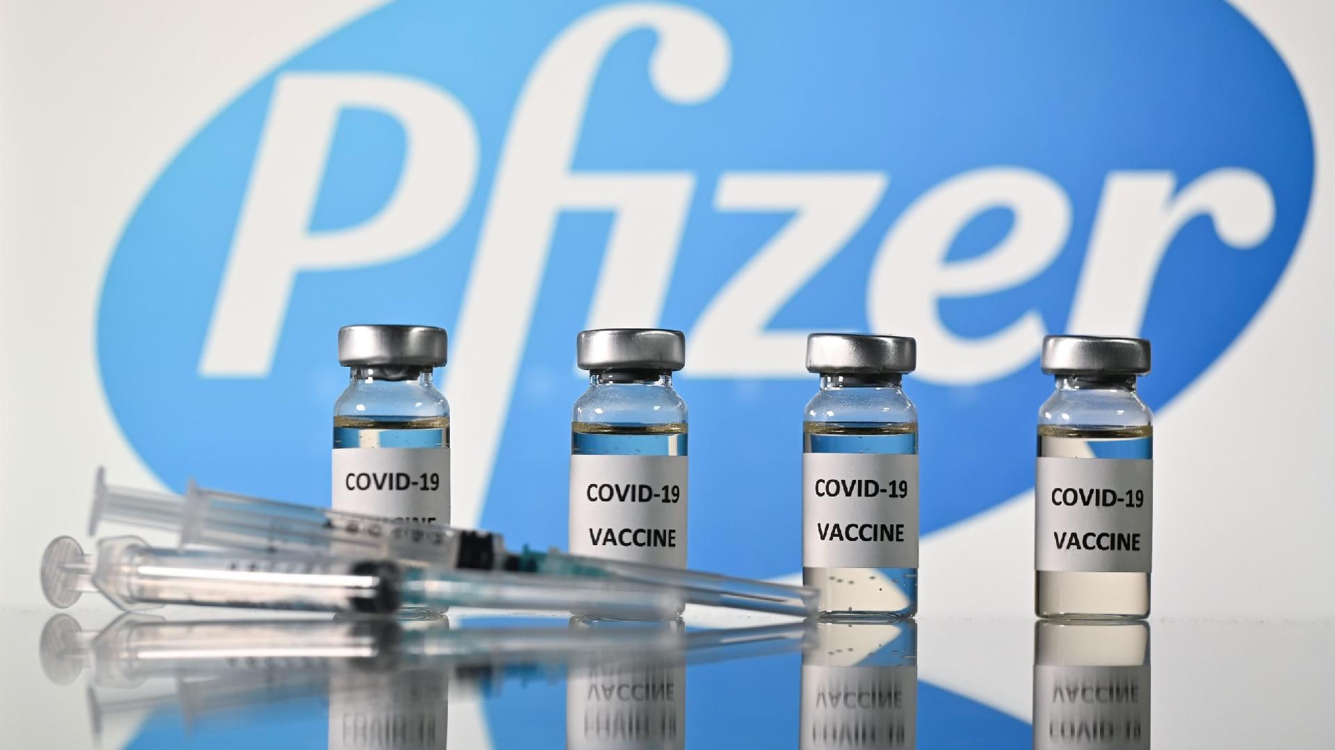"""Quem tem reações alérgicas """"significativas"""" não deve tomar a vacina, alerta regulador britânico"""