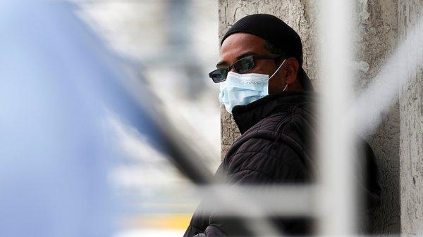 O ministro da Saúde moçambicano, Armindo Tiago diz que variante sul-africana circula em Moçambique desde novembro