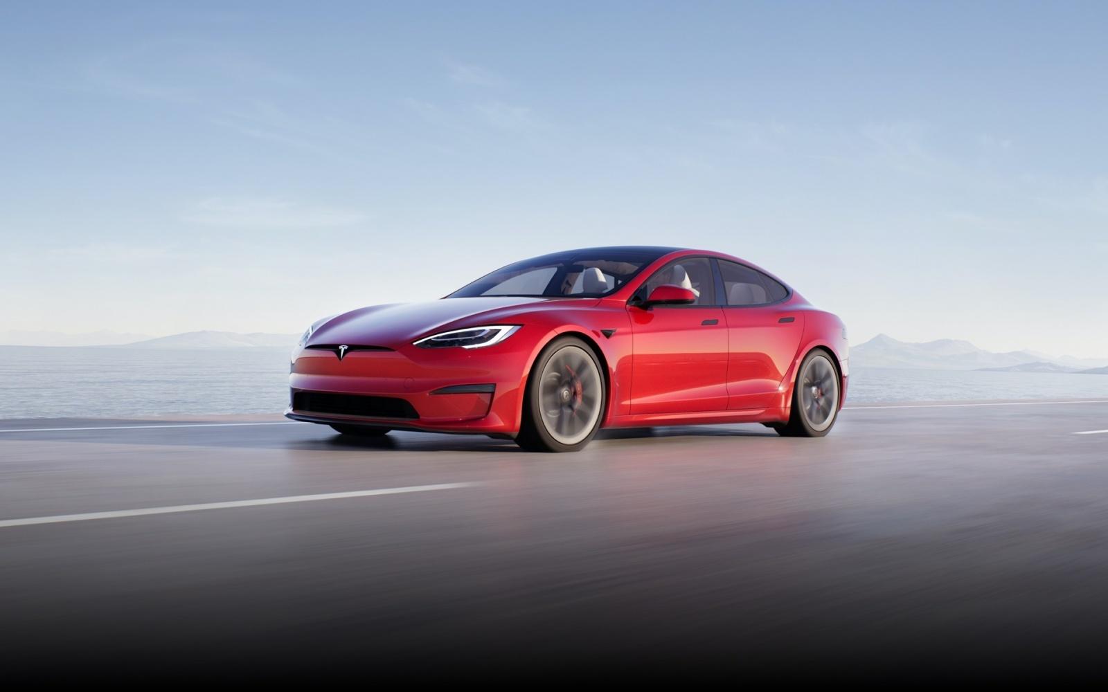 A Tesla lançou novos Model S, anunciado como o carro de produção em série mais rápido de sempre