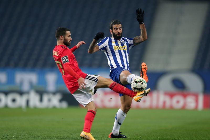FC Porto e Benfica empatam no 'clássico' e continuam a quatro pontos da liderança