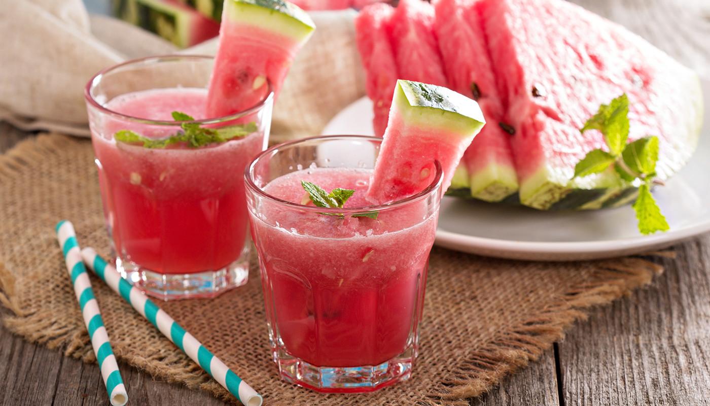 Este cocktail de melancia é  o que precisa para se refrescar nos dias de calor