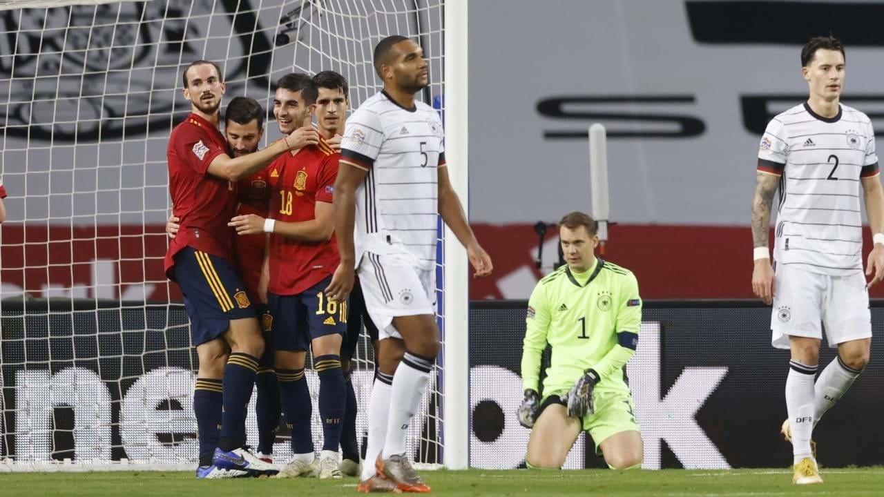 City vence dérbi de Manchester e defronta Tottenham na final da Taça da Liga