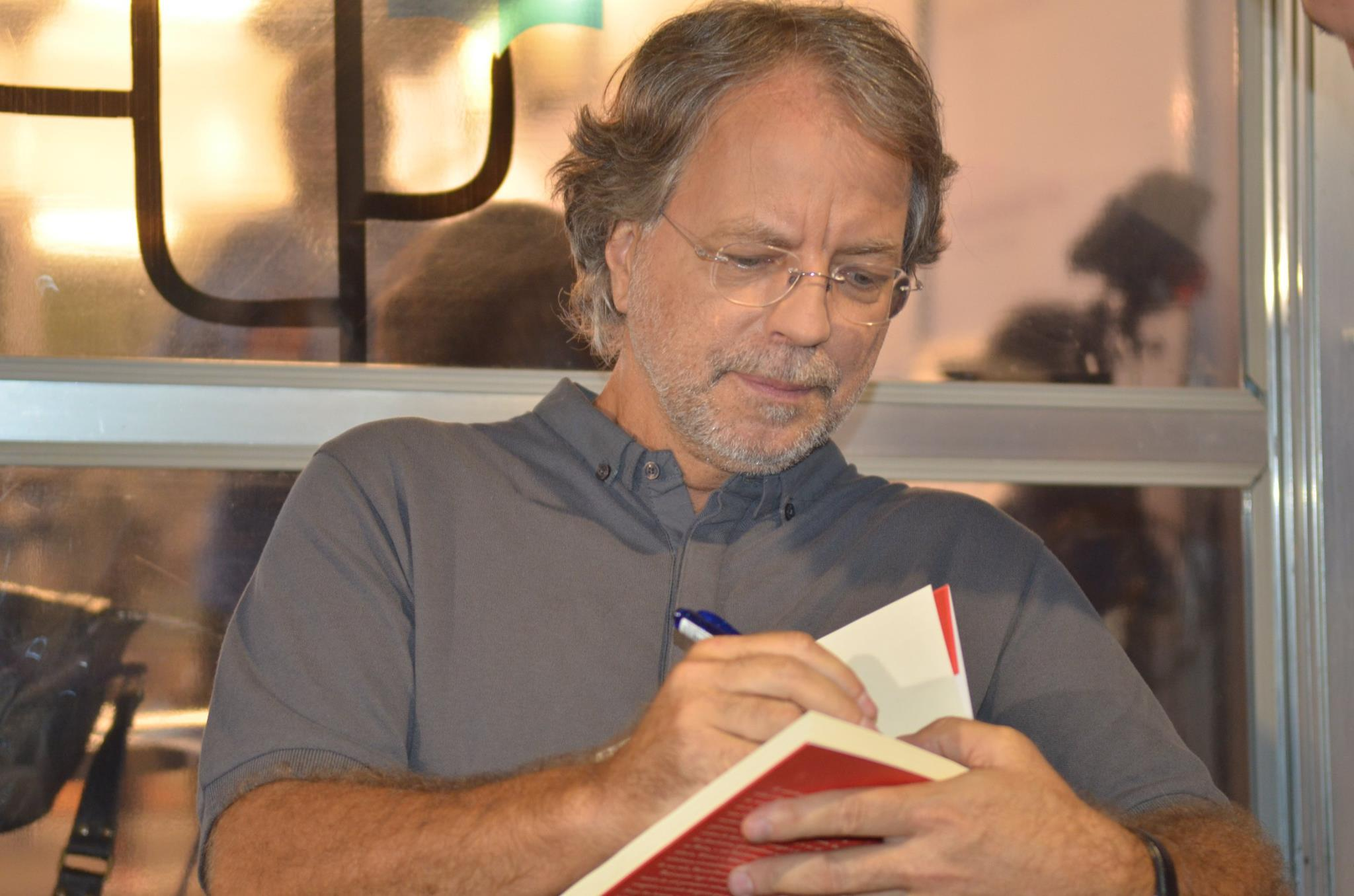Mia Couto venceu o prémio literário francês Albert Bernard 2020